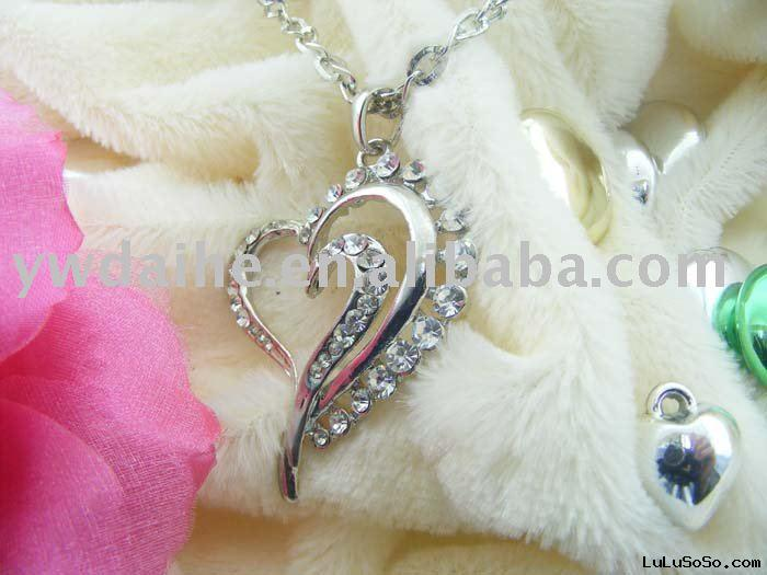 Hello Kitty Heart Necklace. Fashion Alloy Necklace