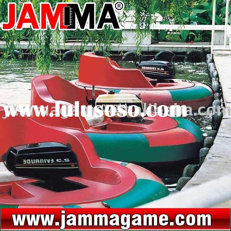 Crazy and stimulate water amusement park Bump boat