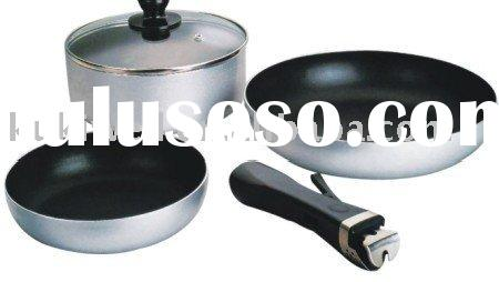 Non-stick cookware set with detachable handle