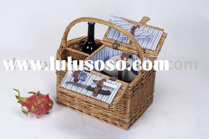honey color willow picnic basket for 4 persons with wine holder