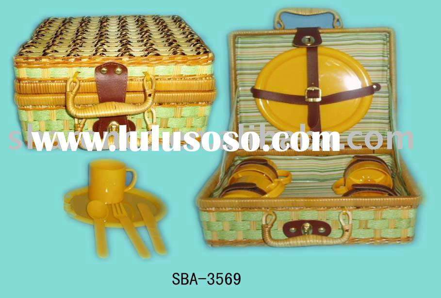 picnic basket/picnic case for 4 with plastic cutlery