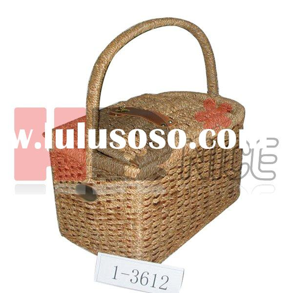willow picnic basket with bottle holder