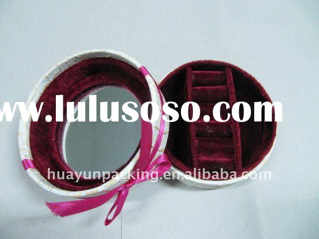 Round shape leatherette jewelry box with large mirror