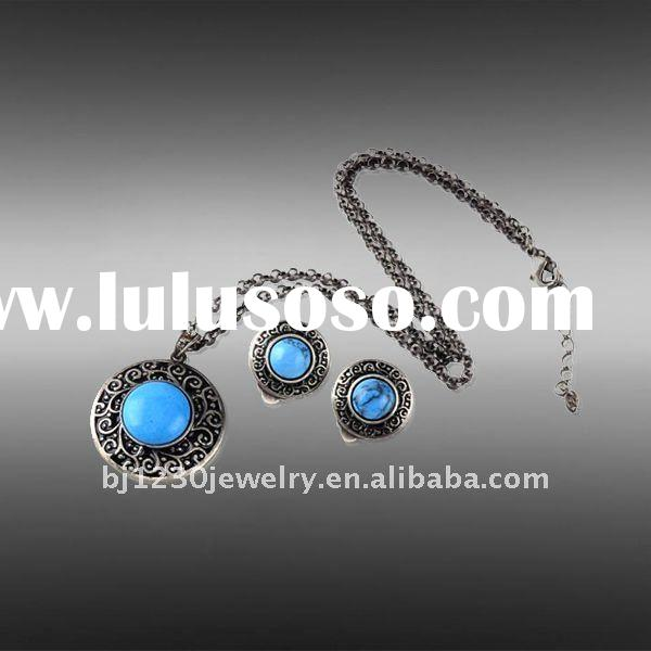 2011 elegant design artificial resin stone necklaces