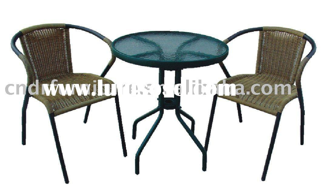 outdoor table and 2 chairs 2