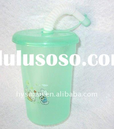 plastic drinking cup with lid and straw
