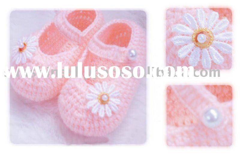 hand knitted baby shoes (material special for baby)
