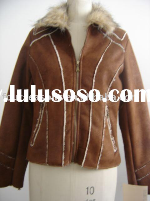 WOMAN'S LEATHER COAT WITH FUR COLLAR
