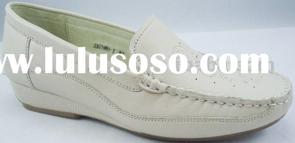 Women's wide width shoes with stitching