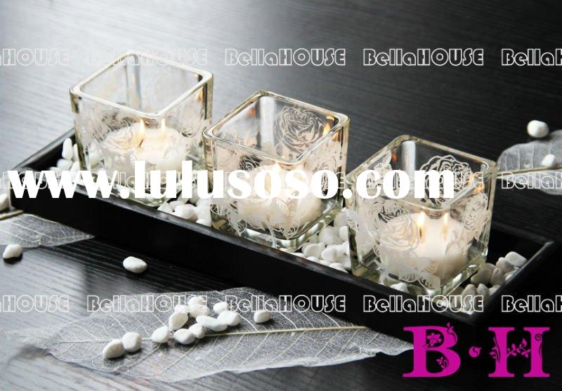 10BH8104 Set of 3 square rose pattern glass candle holder on a wooden plate with small white stones