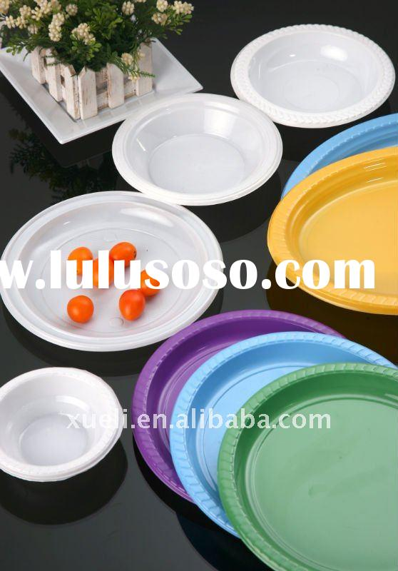 plastic plates and dishes