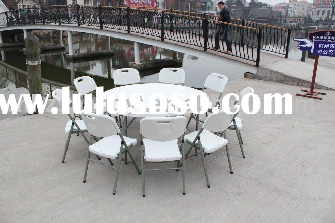 Banquet round folding tables and chairs