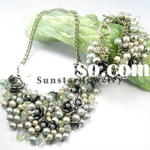latest fashionable pearl chain necklace set, with metal flower and white crystal beads accessories