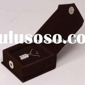 In expensive velvet jewelry packaging box - pendant box(gift boxes)