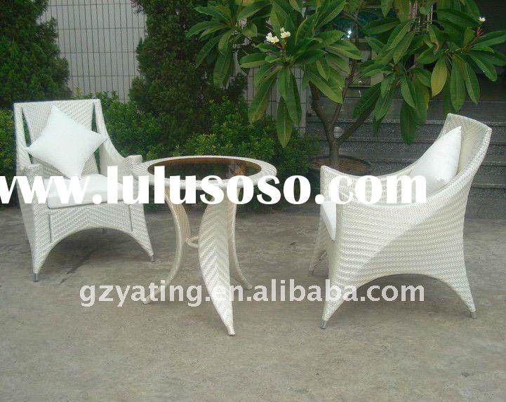 White Color Rattan Chair and Table