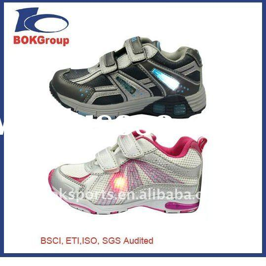 2011 fashional kid sports shoes with light