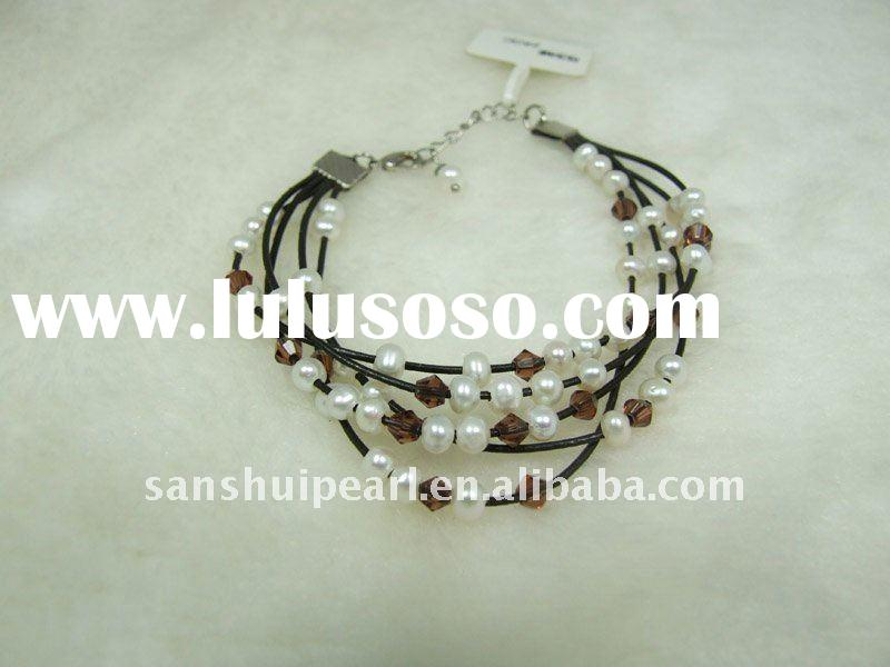 Multi-layer pearl bracelet with leather line