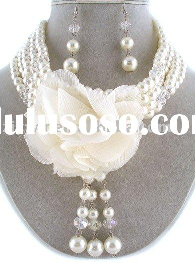 WHITE FAUX PEARL CHOKER CHIFFON FLOWER BIB NECKLACE SET