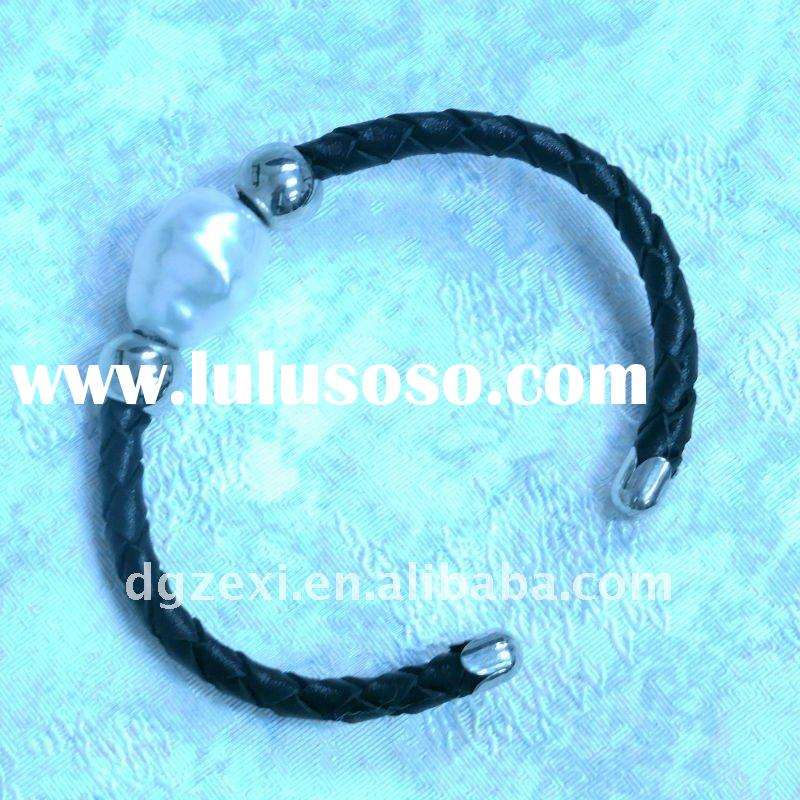 Popular leather bracelet with glass pearl