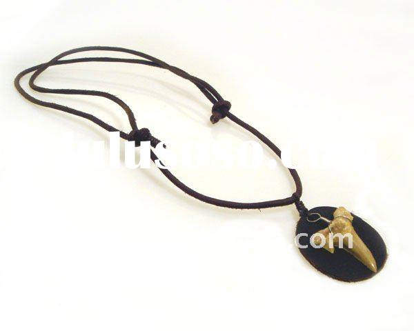 The adjustable leather cord necklace with a shark tooth(A400003)