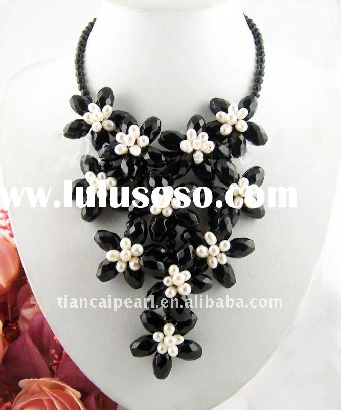 beautiful and new fashion black pearl necklace with flowers for women!