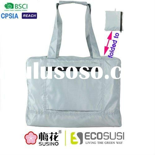 Foldable sports tote bag with zipper closure