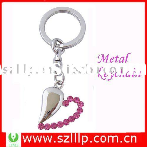 Supply heart shaped promotion keychain metal with pink crystal