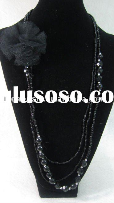 new design black beading necklace with daisy fabric flower