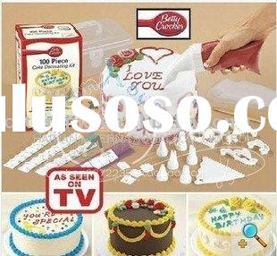 BETTY CROCKER 100piece CAKE DECORATING KIT