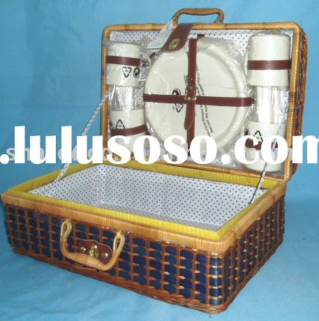 picnic basket, made of bamboo, 2009 new design at high quality and reasonable price