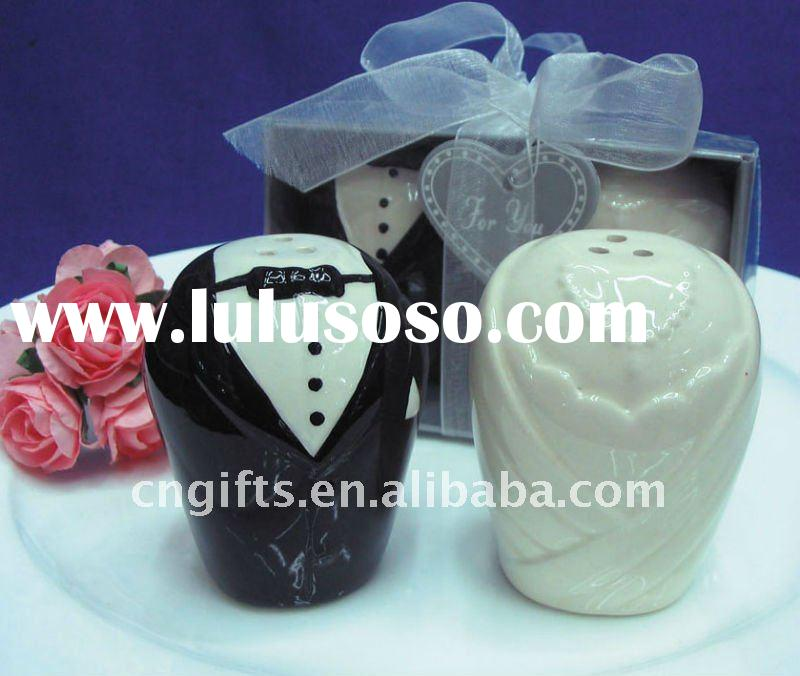 wedding favors and gifts for guest of bride and groom ceramic salt and pepper shaker