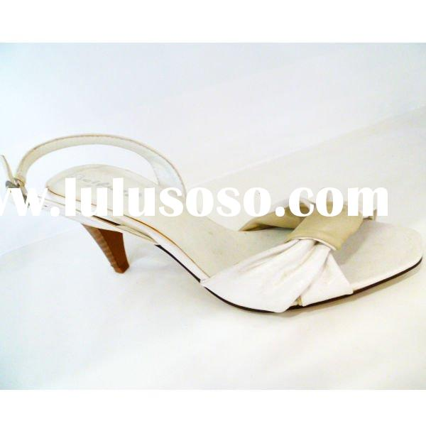 Source url: http://www.lulusoso.com/products/White-Dress-Shoes.html