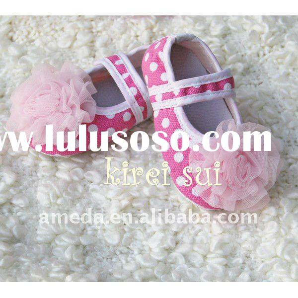 Baby Girl Baby Pink White Polka Dots Minnie Mouse Crib Shoes with Light Pink Rosettes GSM606