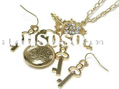 European style key lock and locket charm dangle long necklace and earring set