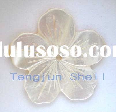 white shell mother of pearl carved flower pendant