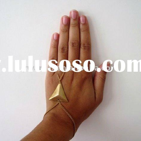 2011 trendy high fashion jewelry pyramid finger holster ring slave bracelet factory direct