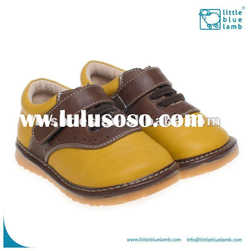 2012 hot selling boys' leather infant squeaky baby shoes SQ-A11308-YE