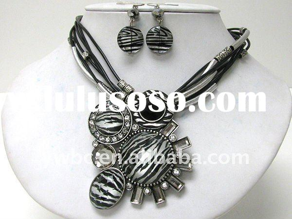 Animal print and crystal deco geometric pendant and multi cord necklace earring set(A102889)