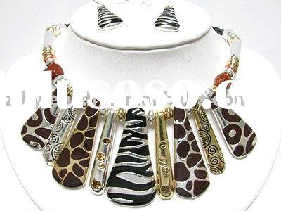 Animal print crystal and metal necklace set