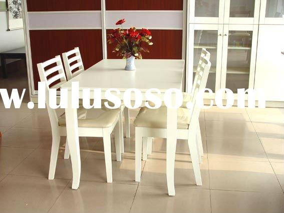 .Solid wood dining room set (with 4 chairs)