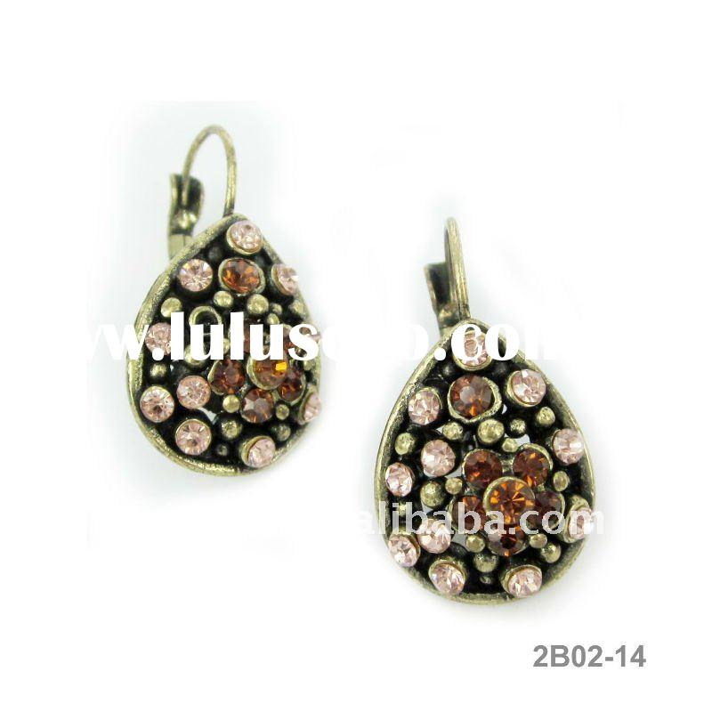 Graceful Antique Gold Earring Jewelry
