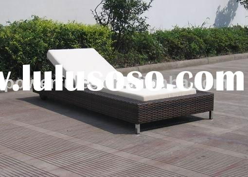 Outdoor Rattan/Wicker Pool Furniture Sofa Lounge table and chair set