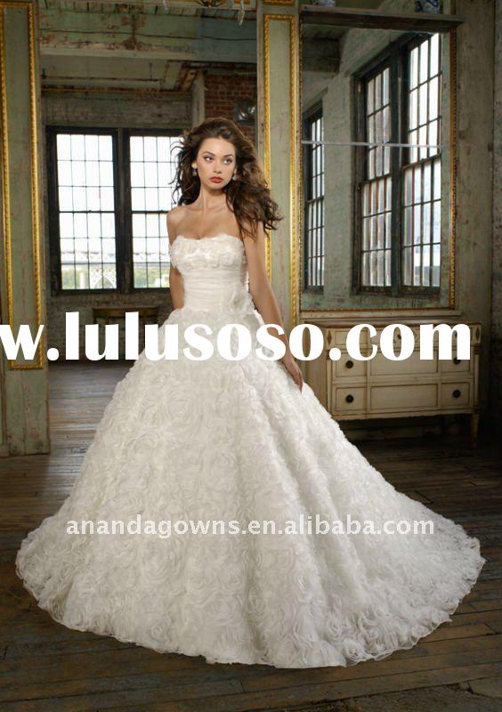 2011 very nice Ball gown wedding dress with Organza flowers all over the bustier and skirt, MR005
