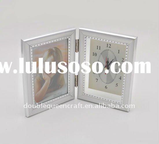 DoubleQueen Plastic photo frame With Clock