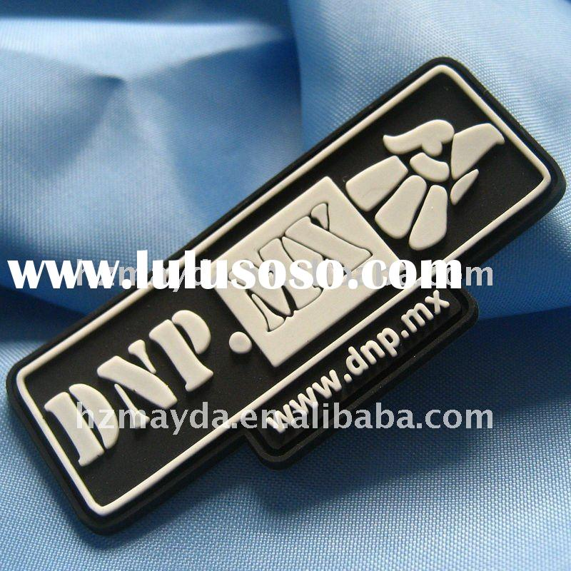 Simple black and white t-shirts rubber PVC label