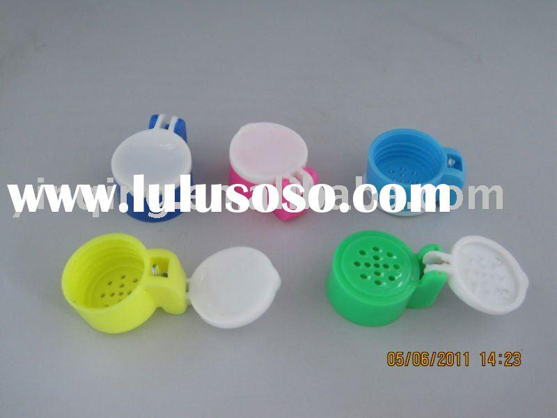plastic salt and pepper shaker lid