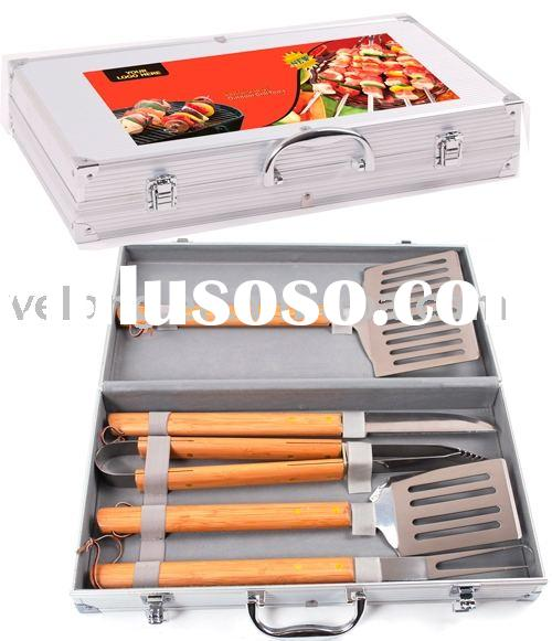 5pcs rubber wood handle bbq tools in aluminum case with color sleeve