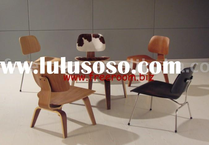eames plywood table and chairs eames lounge chair barcelona chair le corbusier sofa