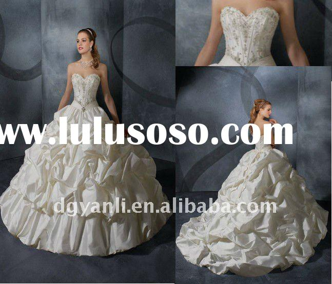 2012 New Arrival Luxury Vintage Strapless Ball Gown White Taffeta Beaded Wedding Dresses 00006