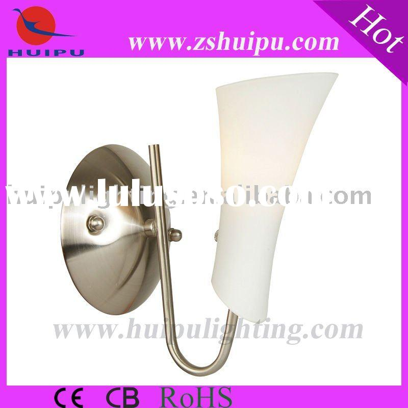 New design in 2011 european Iron wall light with glass
